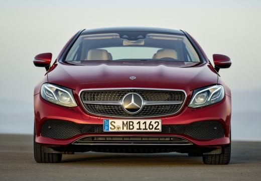 MERCEDES-BENZ Klasa E coupe czerwony jasny przedni