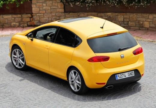 SEAT Leon III hatchback żółty tylny lewy