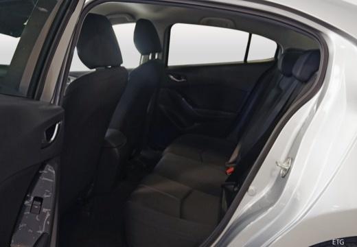MAZDA 3 VI sedan wnętrze