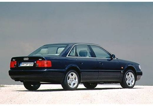 AUDI A6 sedan czarny tylny prawy