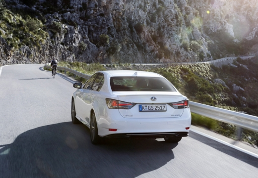 LEXUS GS V sedan biały tylny