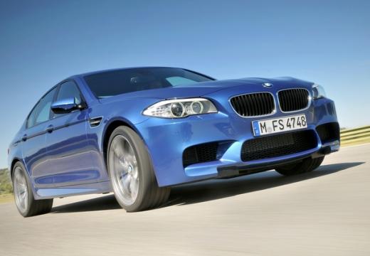 BMW Seria 5 F10 I sedan niebieski jasny przedni prawy