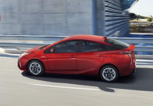 Toyota Prius hatchback czerwony jasny boczny lewy