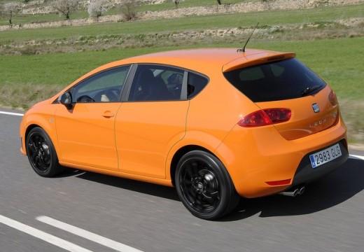 SEAT Leon III hatchback pomarańczowy tylny lewy