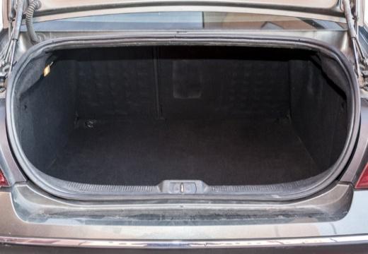 PEUGEOT 407 I sedan przestrzeń załadunkowa
