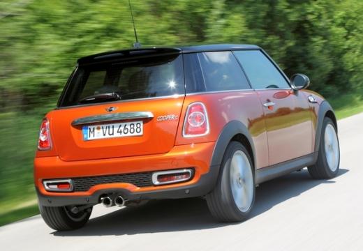 MINI [BMW] Mini MINI One IV hatchback czerwony jasny tylny prawy