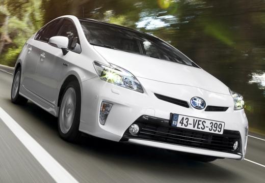 Toyota Prius III hatchback biały przedni prawy