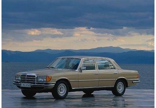 MERCEDES-BENZ 126 sedan brązowy przedni lewy
