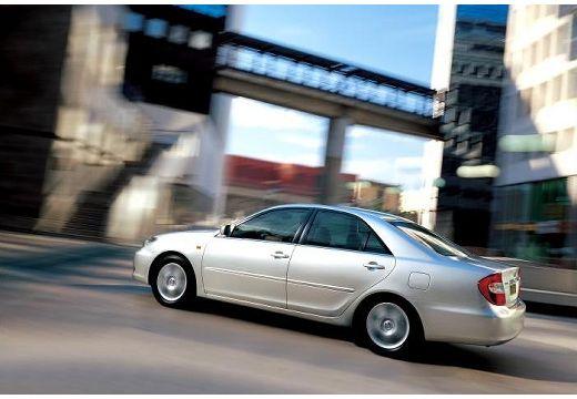 Toyota Camry sedan silver grey tylny lewy