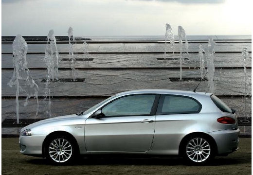 ALFA ROMEO 147 II hatchback silver grey boczny lewy