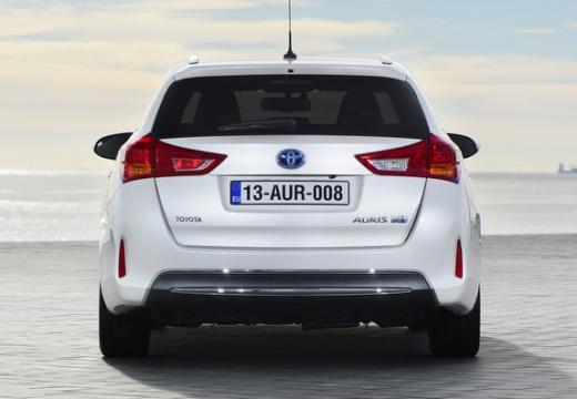 Toyota Auris kombi biały tylny