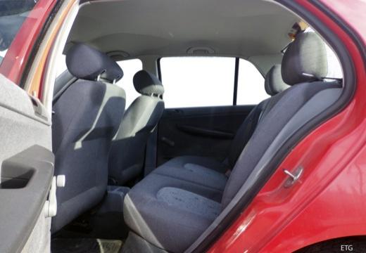 SKODA Fabia I sedan czerwony jasny wnętrze