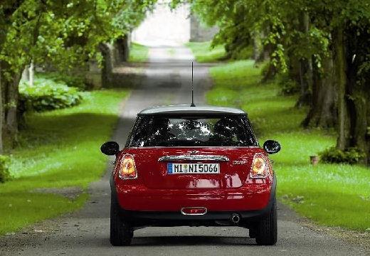MINI [BMW] Mini MINI One III hatchback czerwony jasny tylny
