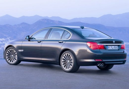 BMW Seria 7 F01 F02 I sedan czarny tylny lewy