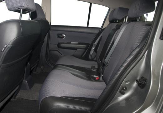 NISSAN Tiida hatchback wnętrze