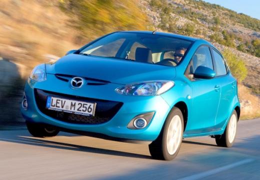 MAZDA 2 hatchback niebieski jasny przedni lewy