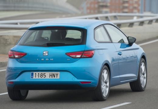 SEAT Leon IV hatchback niebieski jasny tylny prawy