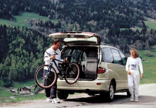 Toyota Previa II van złoty tylny prawy