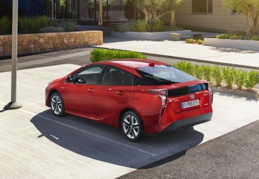 Toyota Prius IV hatchback czerwony jasny tylny lewy