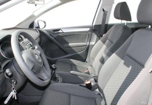 VOLKSWAGEN Golf VI hatchback wnętrze