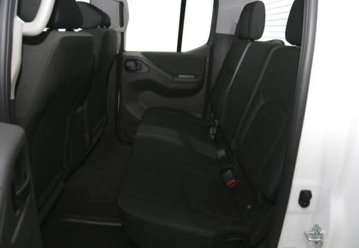 NISSAN Navara III pickup wnętrze