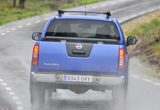 NISSAN Navara III pickup niebieski jasny tylny