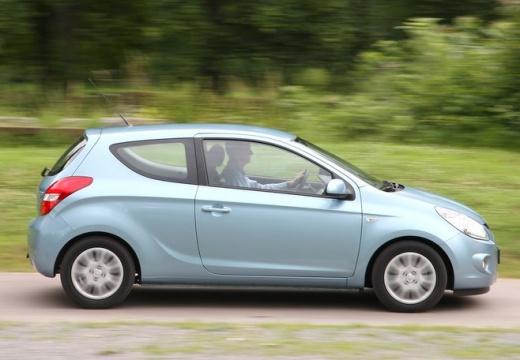 HYUNDAI i20 I hatchback niebieski jasny boczny prawy