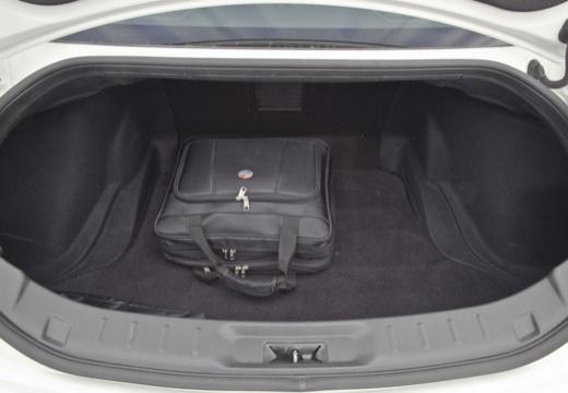 NISSAN GT-R II coupe przestrzeń załadunkowa