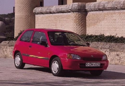Toyota Starlet III hatchback czerwony jasny przedni prawy