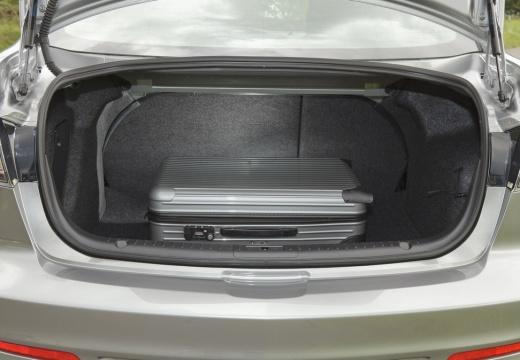 MAZDA 3 IV sedan silver grey przestrzeń załadunkowa