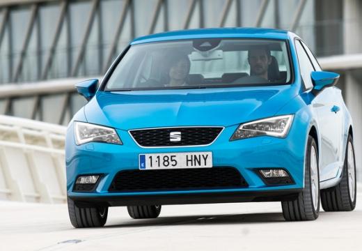 SEAT Leon IV hatchback niebieski jasny przedni lewy