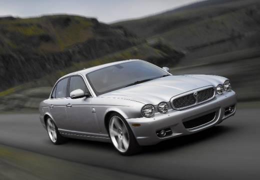JAGUAR XJ V sedan silver grey przedni prawy
