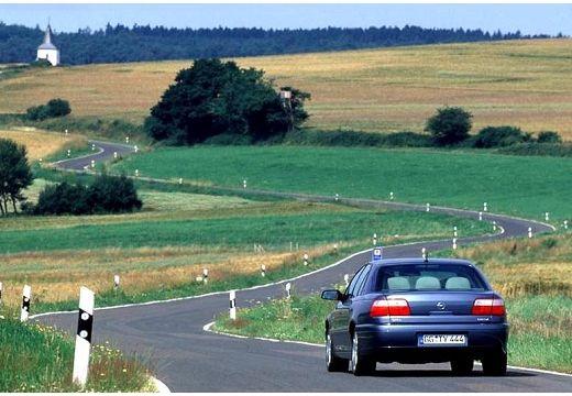 OPEL Omega B II sedan niebieski jasny tylny lewy
