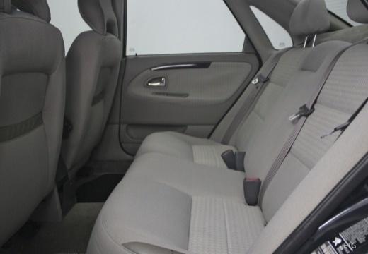 VOLVO S40 III sedan wnętrze