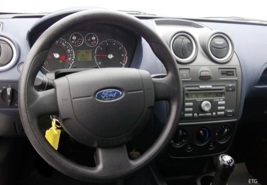 FORD Fiesta VI hatchback biały tablica rozdzielcza