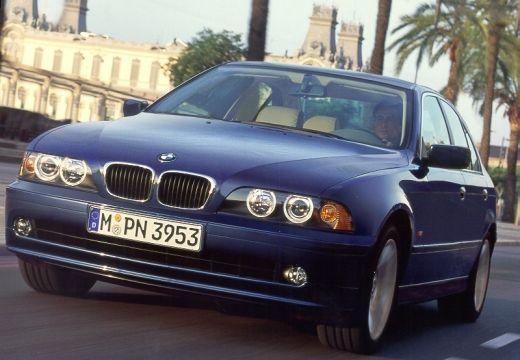 BMW Seria 5 E39/4 sedan niebieski jasny przedni lewy