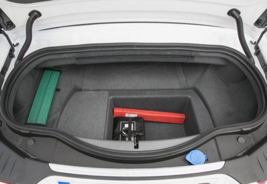 JAGUAR F-Type I kabriolet przestrzeń załadunkowa