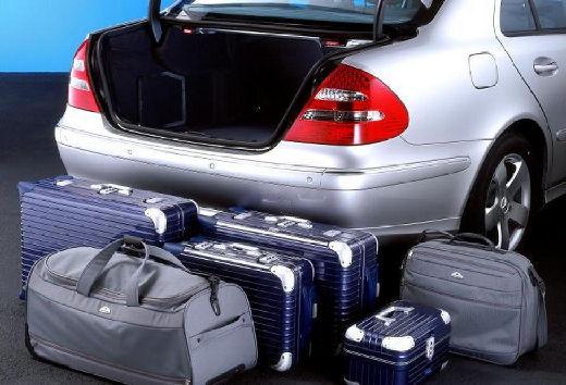 MERCEDES-BENZ Klasa E W 211 I sedan silver grey przestrzeń załadunkowa