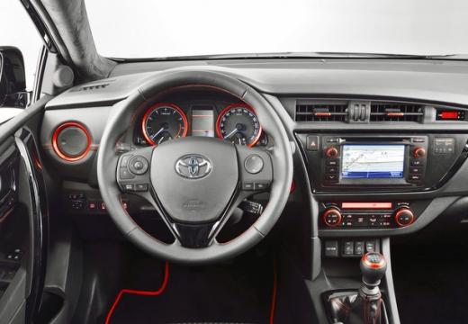 Toyota Auris kombi tablica rozdzielcza