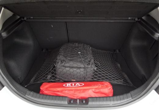 KIA Ceed II hatchback biały przestrzeń załadunkowa
