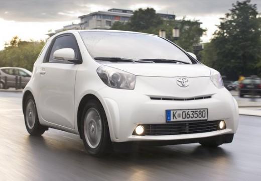 Toyota iQ hatchback biały przedni prawy