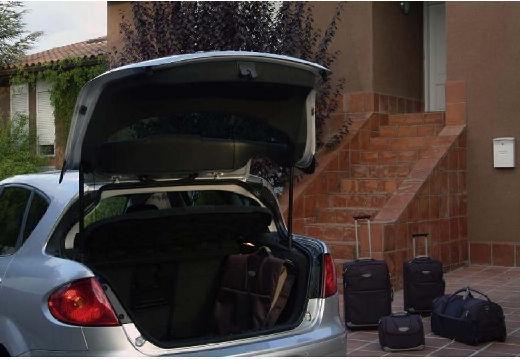 SEAT Toledo III hatchback niebieski jasny przestrzeń załadunkowa