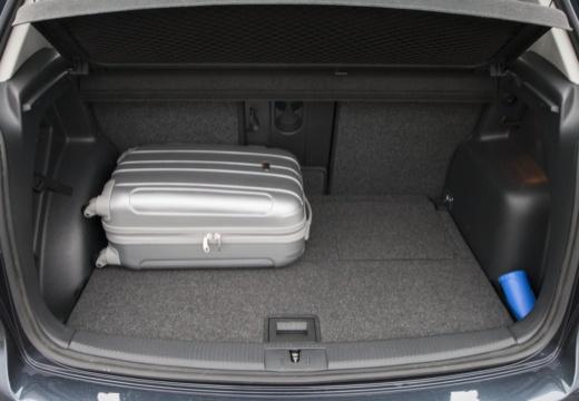 VOLKSWAGEN Golf VI Plus hatchback szary ciemny przestrzeń załadunkowa