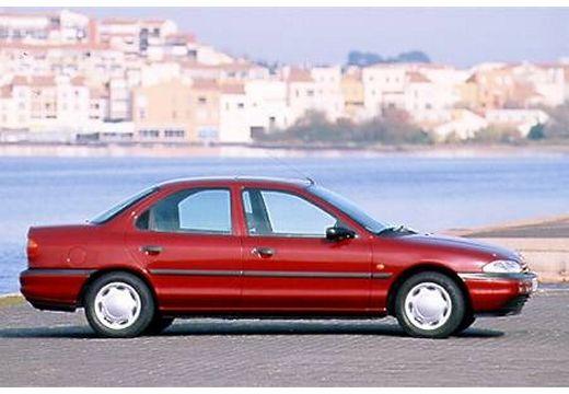 FORD Mondeo I sedan bordeaux (czerwony ciemny) boczny prawy