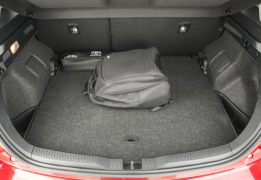 Toyota Auris I hatchback czerwony jasny przestrzeń załadunkowa