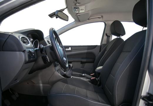FORD Focus IV sedan silver grey wnętrze