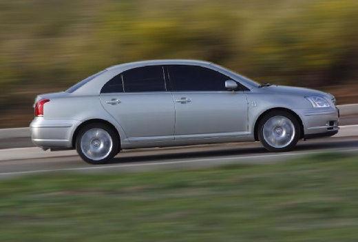 Toyota Avensis III sedan silver grey boczny prawy