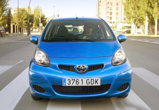 Toyota Aygo II hatchback niebieski jasny przedni