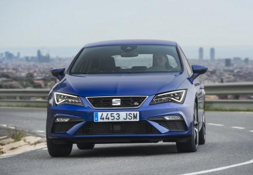 SEAT Leon hatchback niebieski jasny przedni