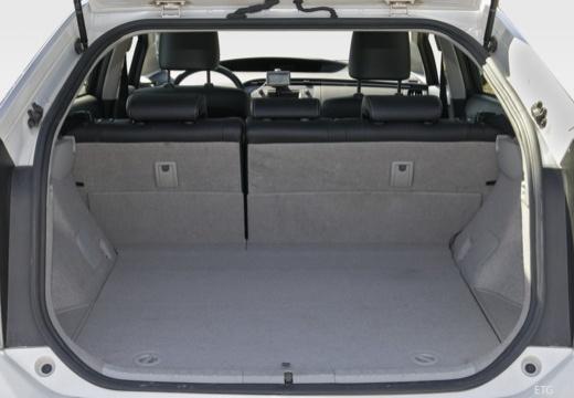 Toyota Prius III hatchback przestrzeń załadunkowa